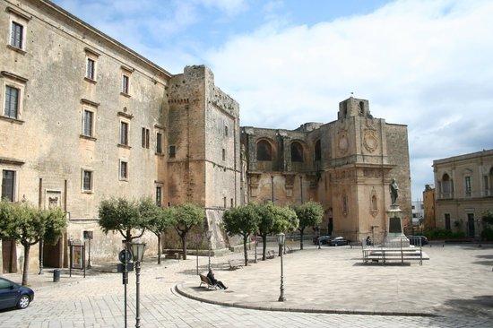 piazza-pisanelli